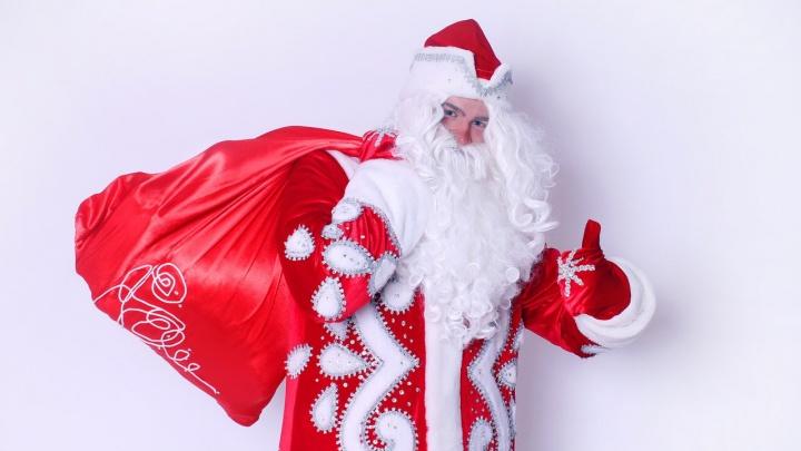 Родители малышей выложат за Деда Мороза и Снегурочку 2500 рублей