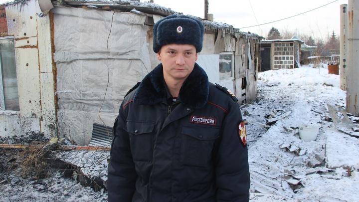 Росгвардеец рассказал, как вынес шестилетнего мальчика из горящего дома в Нефтяниках