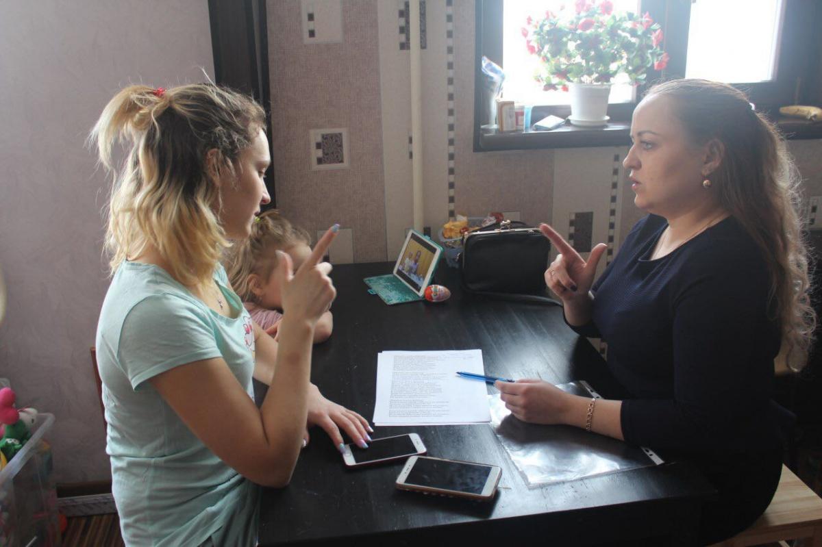 Процесс обучения с неслышащей девушкой Дашей