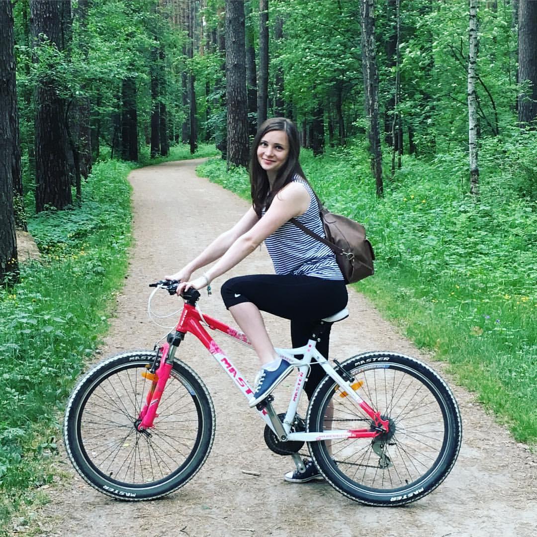 Ксения вела спортивный образ жизни, любила кататься на велосипеде и сноуборде