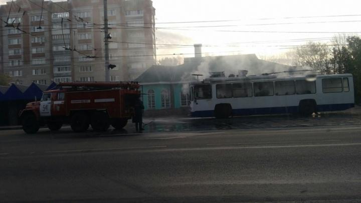 В Стерлитамаке на остановке загорелся троллейбус