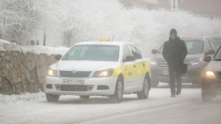«Почти как за месяц»: таксист честно рассказал о заработках за неделю в мороз