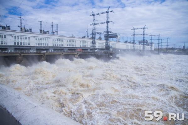 КамГЭС — место, откуда пыталась спрыгнуть в воду экс-сотрудница«Мотовилихинских заводов»