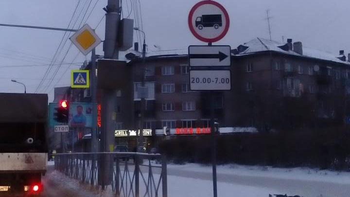 Шумным грузовикам запретили ночью ездить по улице Народной