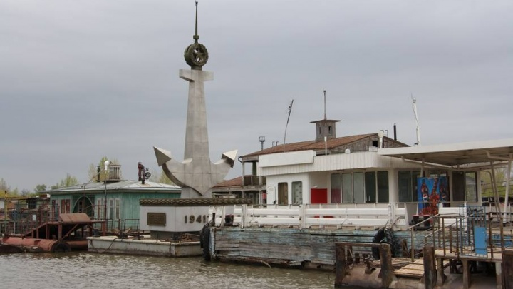 В Волгограде на время ЧМ-2018 не поставили плавучий памятник речникам Волжской флотилии