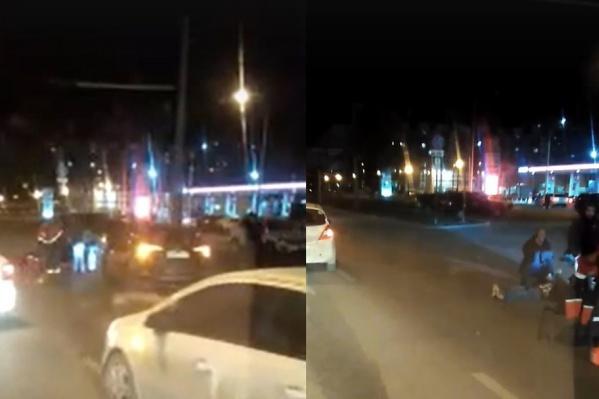 Первую помощь пешеходу оказали свидетели происшествия