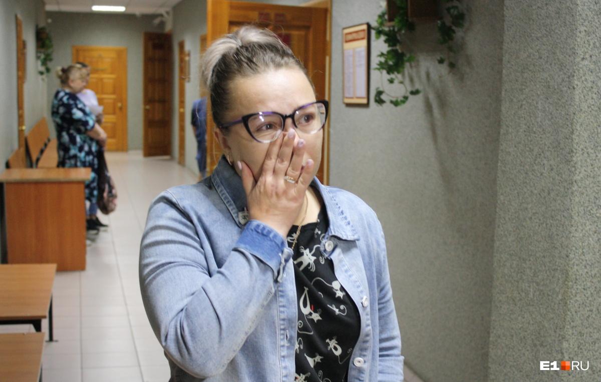 Анна Дмитриева потеряла в аварии мужа, свекровь и двоих детей. Женщина все еще не может восстановить здоровье и сильно хромает на одну ногу