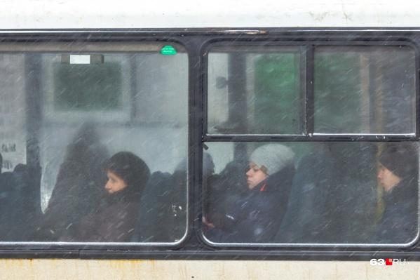 На водителя пожаловались пассажиры автобуса № 27