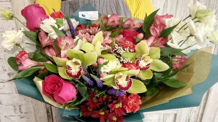 Букеты в пробирках, плюшевые медведи и свежие цветы: в Омске открылась цветочная лавка «Мальвина»