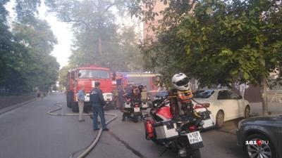 В Ростове на Пушкинской загорелся жилой дом