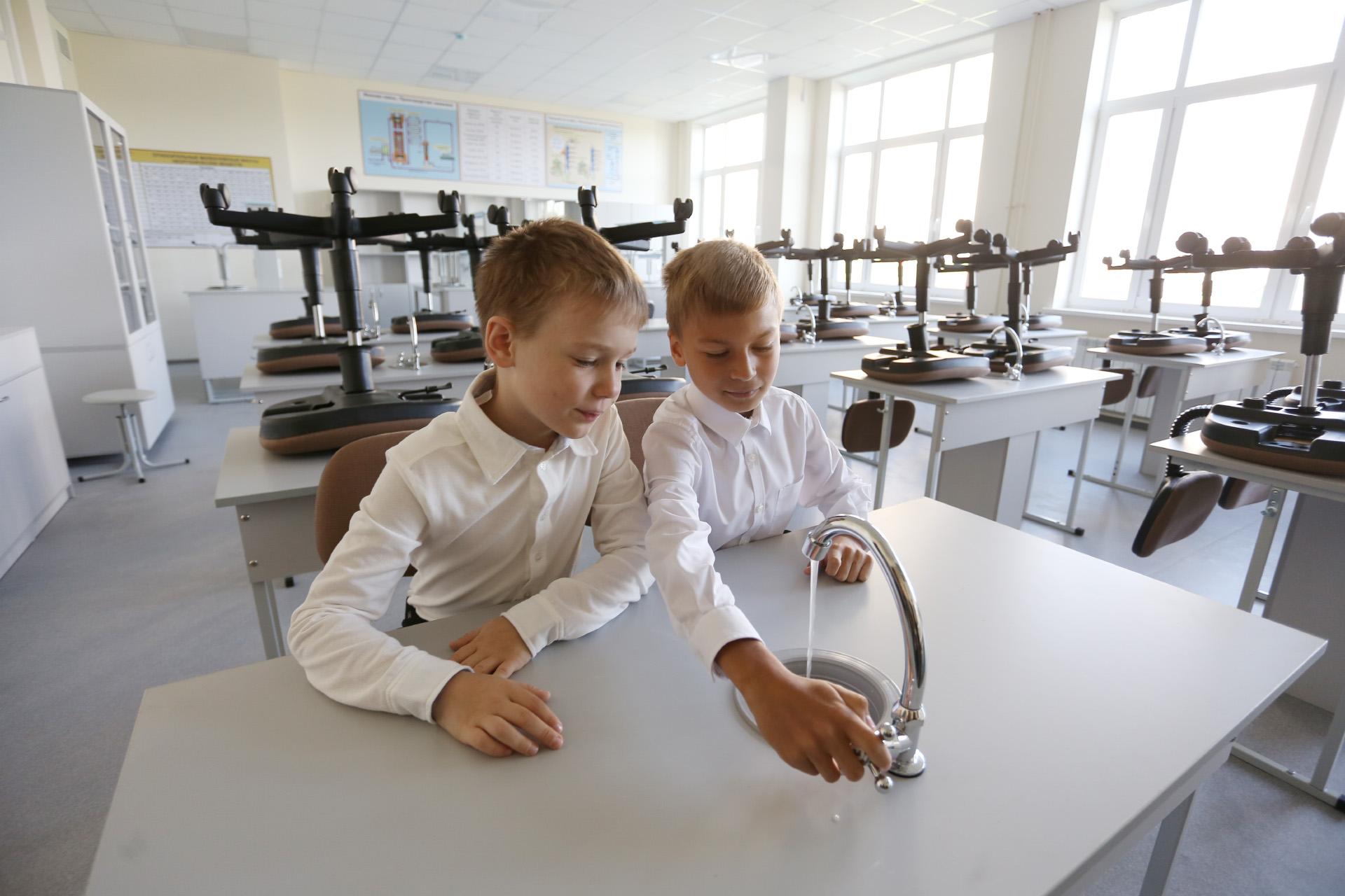 Итак, наши эксперты — восьмилетние Миша и Адриан