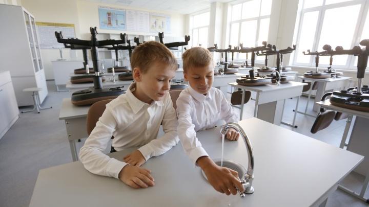 Выглядит на миллиард долларов: вместе с учениками тестируем новую стильную школу в «Ньютоне»