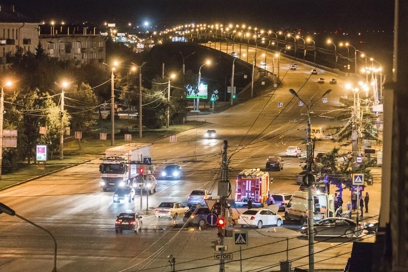 На перекрёстке перед Ленинградским мостом в аварии пострадали три человека