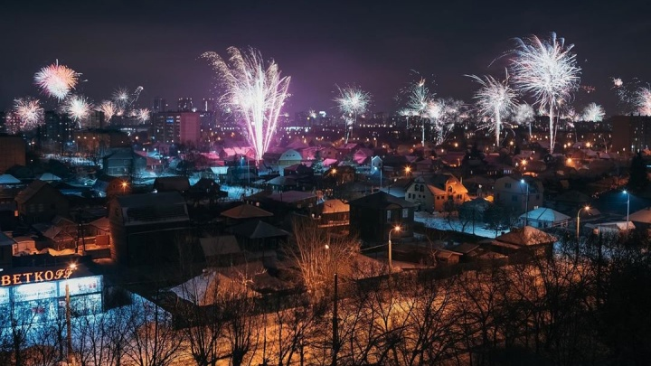 Повторим? Вспоминаем новогоднее небо над Тюменью в ярких огнях фейерверков