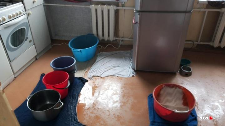 Капало даже с люстры: в Ростове из-за дождя пострадали 20 квартир