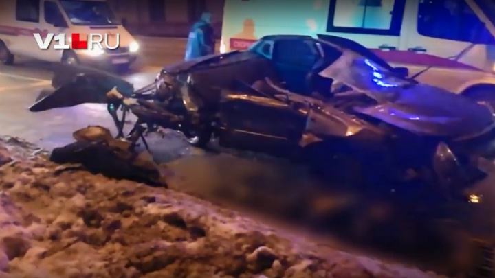 Появилось видео с места страшной аварии в Волгограде с тремя погибшими