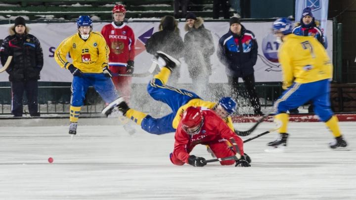Танго на льду: смотрим, как сборная России боролась за золото молодежного первенства мира по бенди