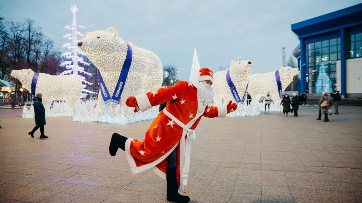 Один день из жизни Деда Мороза. Главный герой праздника проверил, готова ли Тюмень к Новому году