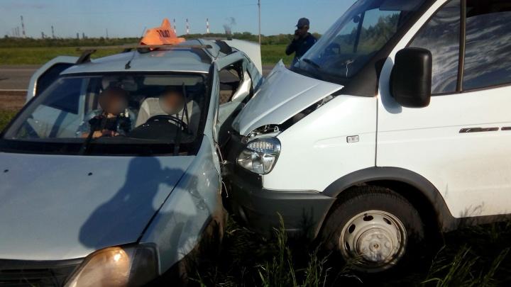 В Башкирии «Газель» протаранила такси: погиб мужчина