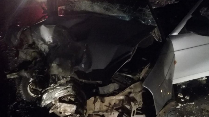 На трассе в Прикамье столкнулись две легковушки: один водитель погиб