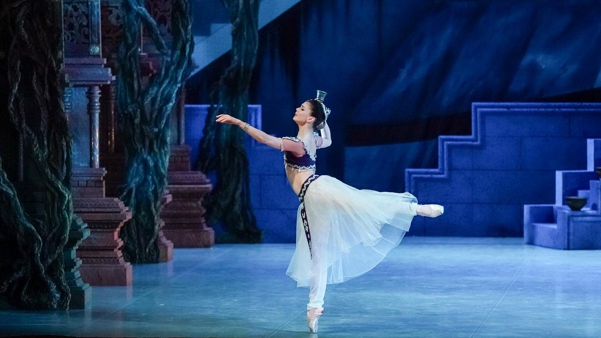 В роли баядерки — прима-балерина Лондонского королевского балета Наталья Осипова