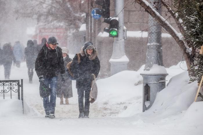 В воскресенье синоптики прогнозируют снегопады и ветер с порывами до 20 м/с