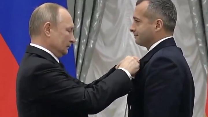 Путин наградил сызранского пилота, который посадил пассажирский самолет в кукурузном поле