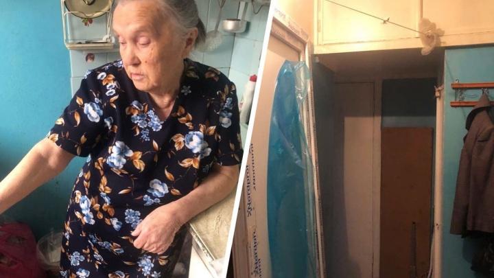 Справедливость восторжествовала: бабушке, которой обманом продали балконную дверь, вернули деньги