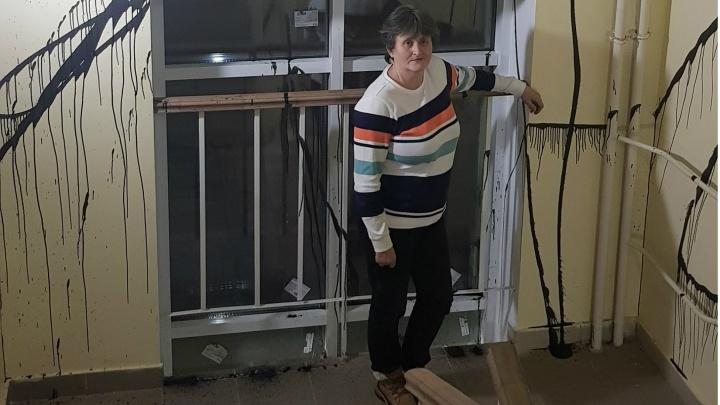 «Застройщик хотел всю жизнь сидеть на шее жильцов»: почему залили краской стены в ЖК «Западный»