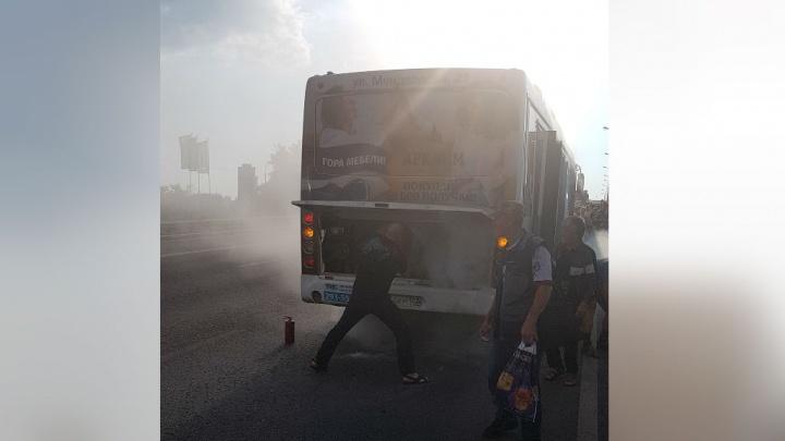 В Уфе на ходу задымился пассажирский автобус