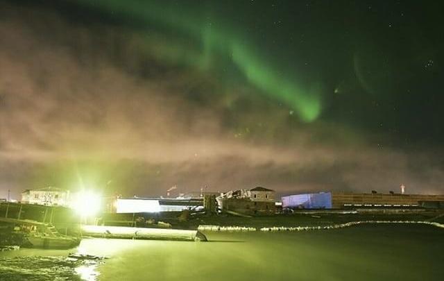 Чарующее северное сияние сняли в вечернем небе жители Норильска