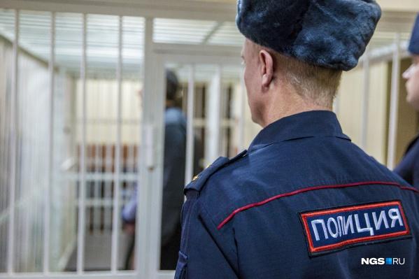 Суд наказал мужчину не только уголовным сроком, но и штрафом