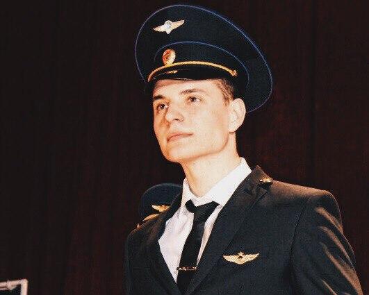 Иван Попша в визитке на конкурсе гордится принятием присяги на военной кафедре вуза