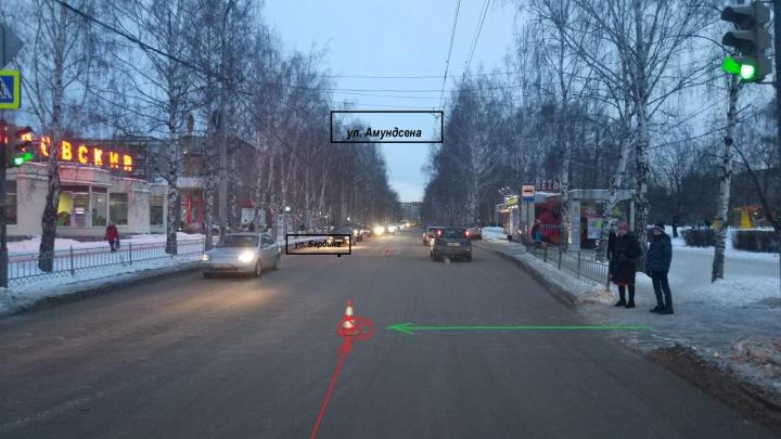 В Екатеринбурге ГИБДД разыскивает водителя, который сбил женщину на зебре