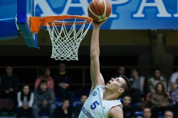 Кирилл Писклов является защитником баскетбольного клуба «Новосибирск»