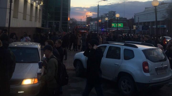 В Омске из-за пожара в комплексе «Атриум-кино» эвакуировали более тысячи человек