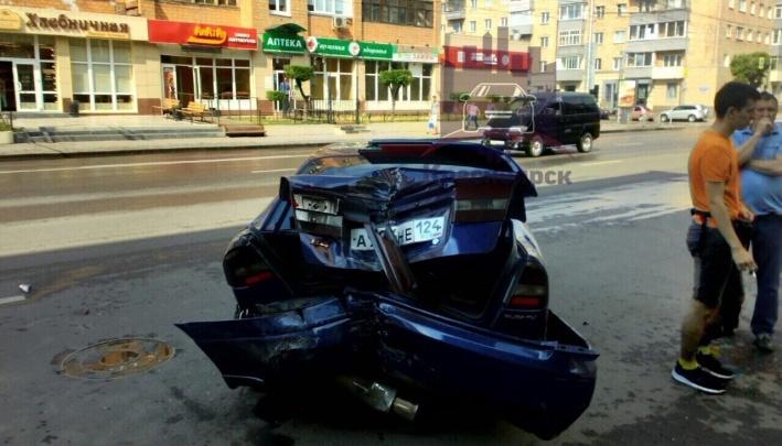 «Лихачил на скользкой дороге»: опубликовано видео массовой аварии с «Субару» на Ленина