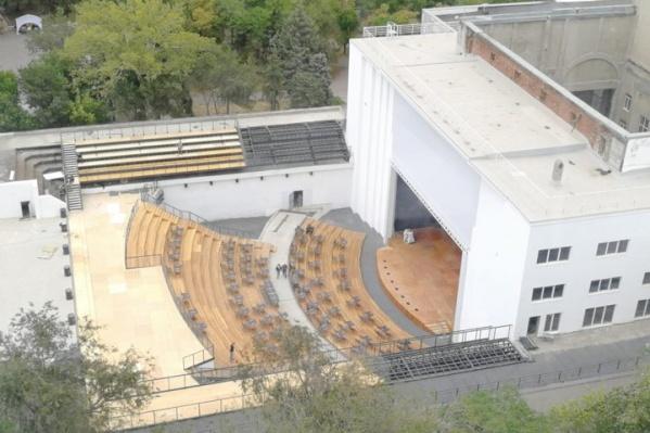 Вид на Зеленый театр в парке Революции