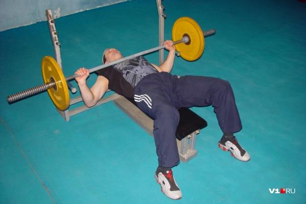 Увидеть сильных мужчин можно в выходные в спортзале ДК Гагарина
