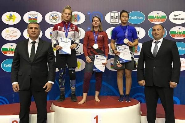 Юная чемпионка Маргарита Шишова (в центре) занимается всего четыре года