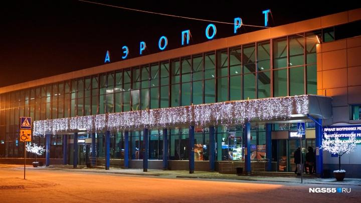 Общественный транспорт больше не будет подъезжать к зданию омского аэропорта