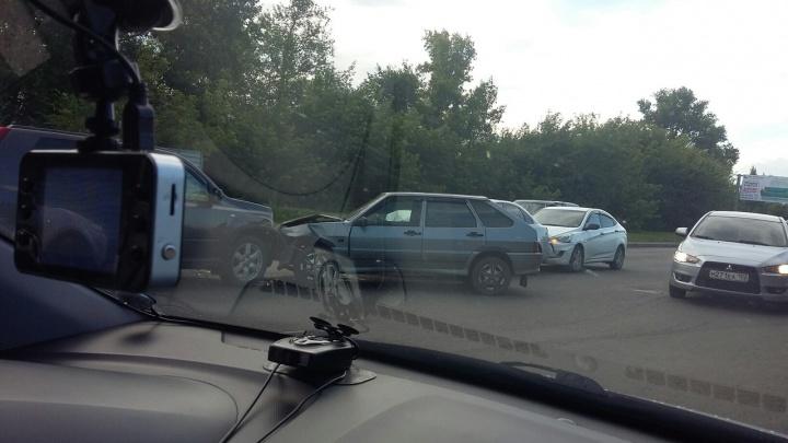 На «пьяной» дороге в Уфе массовое ДТП: образовалась длинная пробка