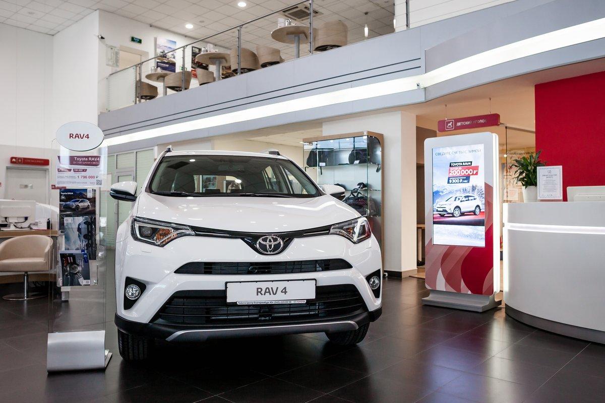 С 14 по 29 марта на Toyota RAV4 действует скидка в 250 000 рублей