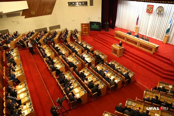 На заседании Курултая депутаты приняли решение: позволить гражданам вместо земельного участка получить 250 тысяч