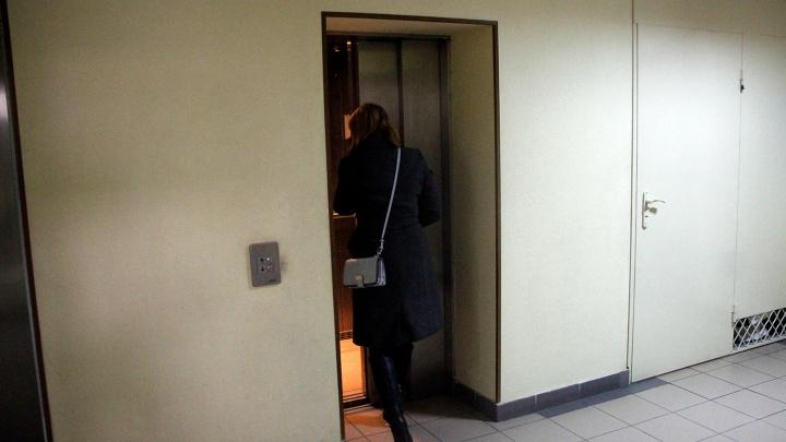 Омичка споткнулась в лифте и отсудила у ТСЖ 40 тысяч рублей