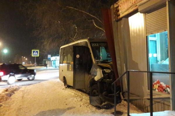 В «Газели», врезавшейся в киоск, было пять пассажиров