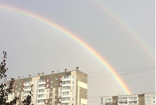 «Двойное чудо»: красноярцы делятся снимками радуги