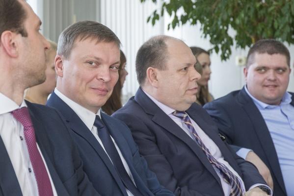 Андрей Фалейчик (второй слева) стал врио главы Копейска