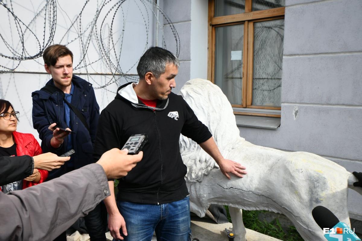 Реставратор Денис Ахтямов рассказал, что работы продлятся две недели
