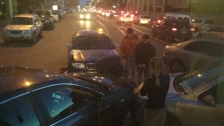 Авария парализовала движение трамваев № 13 в центре Новосибирска